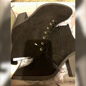Material Girl Black Bootie sz11 Faux Suede